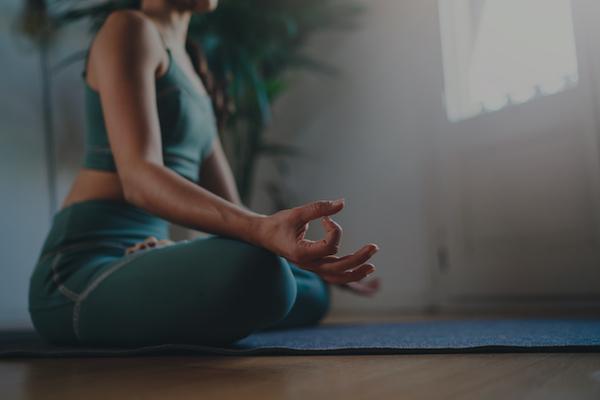 ES_ Header-600x400-grey-woman-meditating-meditation-mindfulness-yoga-pose-mat-clam-relax-mental-health